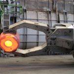 Forklift bilan zaryadlovchi manipulyator